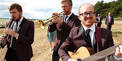 Roaming and walkabout musicians to hire for wedding drinks receptions